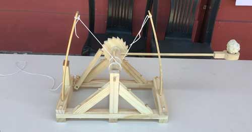 A student model of Da Vinci's war machine